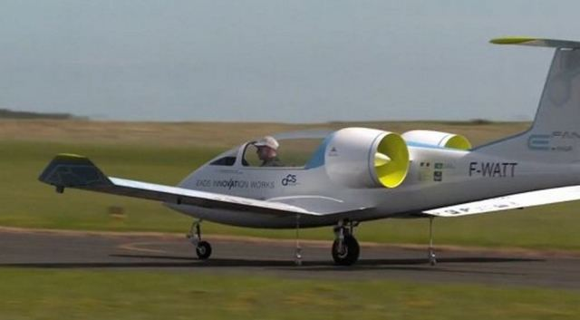 EADS E-Fan electric aircraft (3)