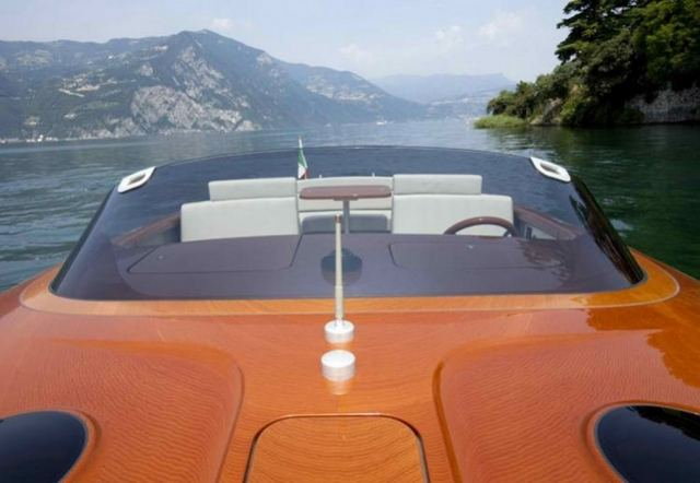 Retro Riva Speed Boat by Marc Newson (4)
