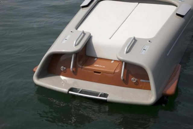Retro Riva Speed Boat by Marc Newson (3)