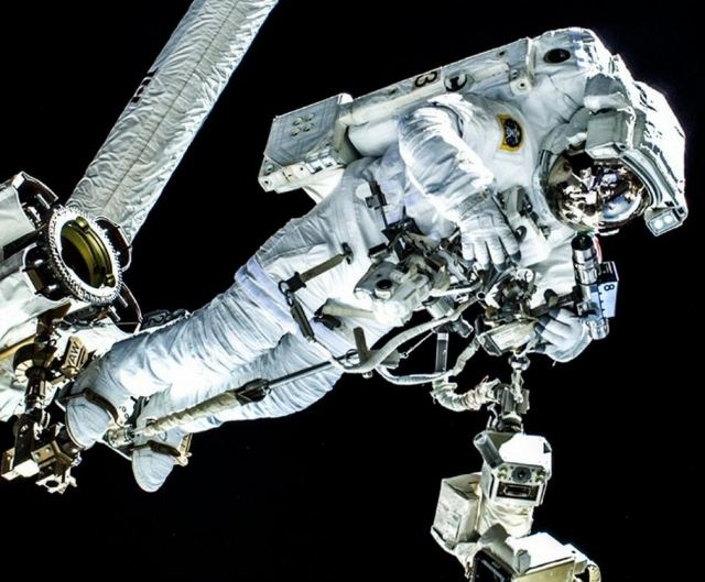 Water floating in Helmet forces ISS Astronauts to abort Spacewalk