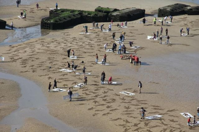 9,000 Sand Drawings commemorate the fallen on D-day (4)