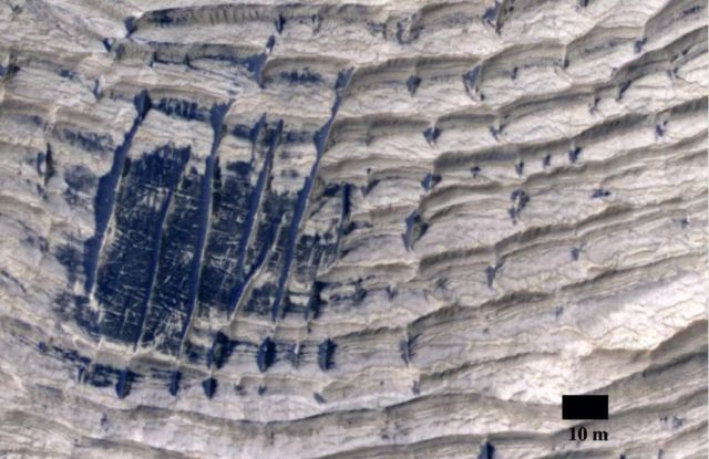 Mysterious ridges formed on Mars 3