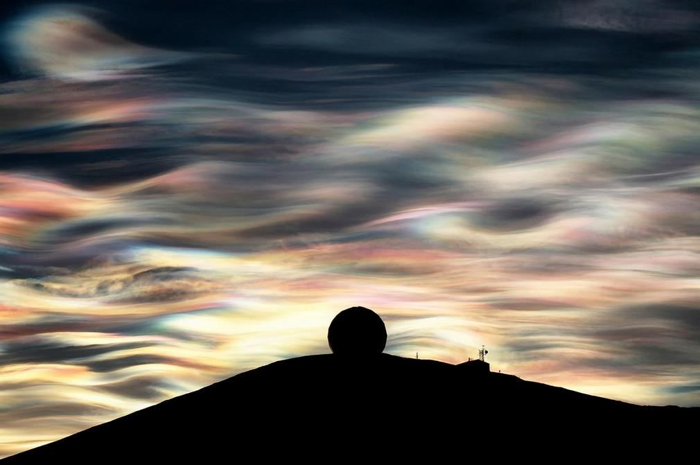 Nacreous cloud shine over Antarctica (1)