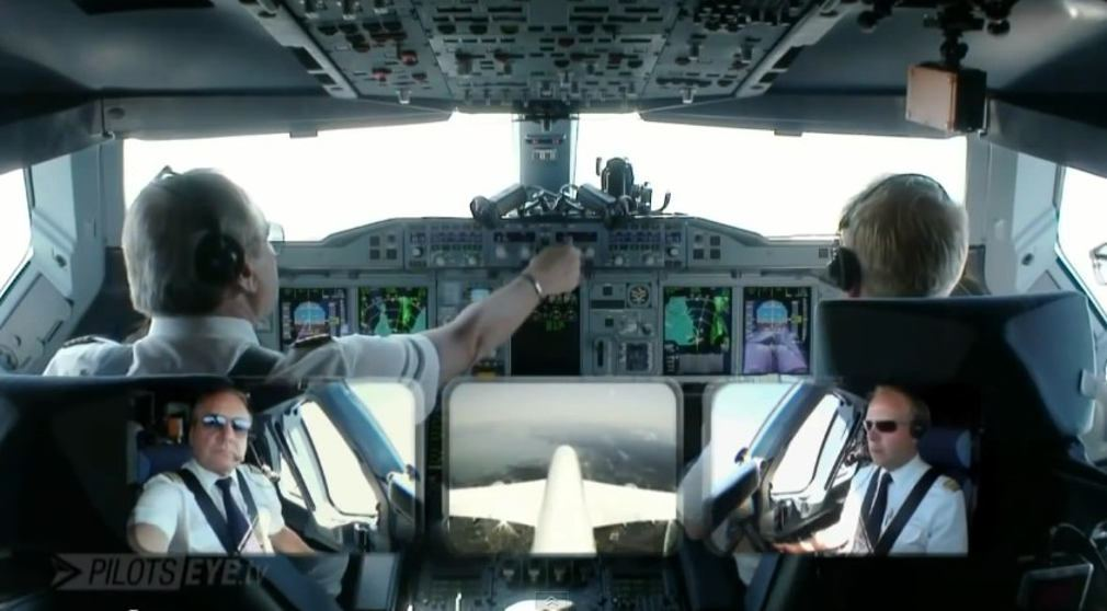 Pilot's View of Airbus A380 approach at San Francisco