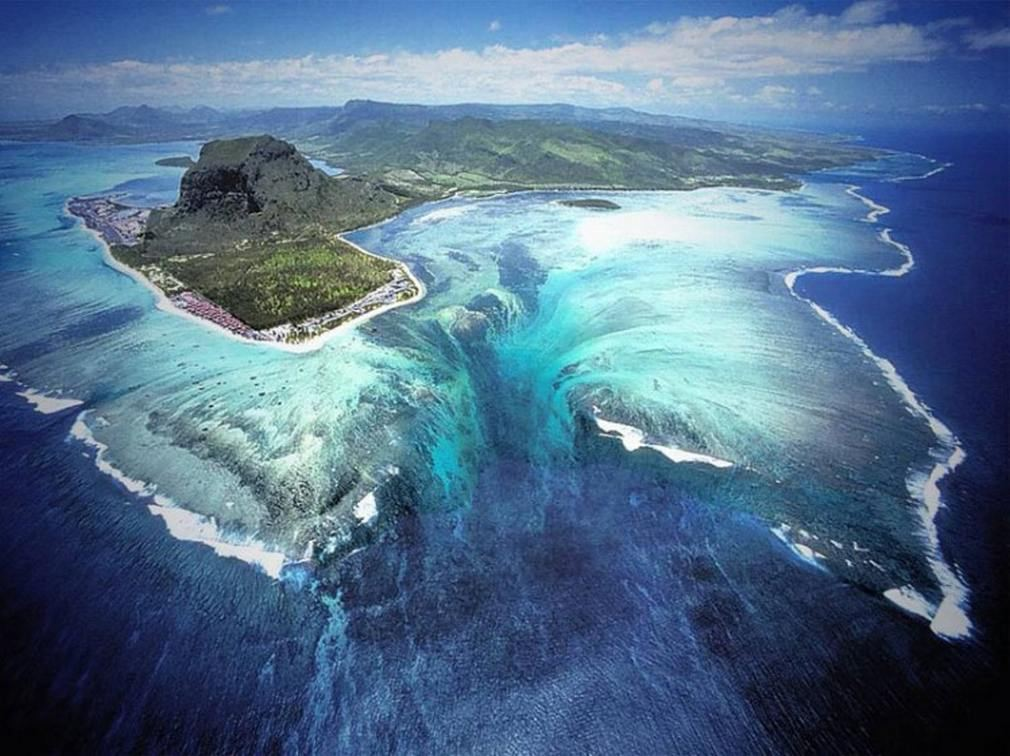 The Underwater Waterfall Illusion 1