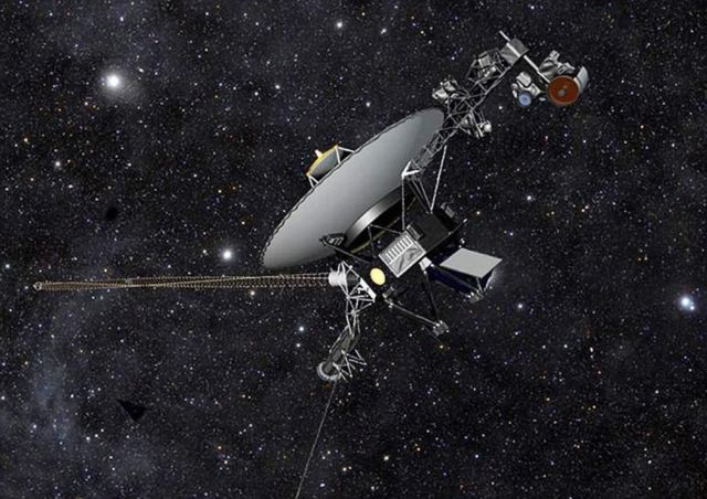 Voyager 1 goes Interstellar (3)