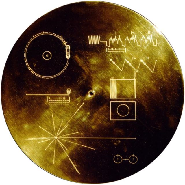 Voyager 1 goes Interstellar (2)