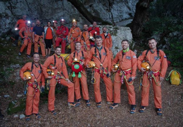 Caves 2013- Discovery of an Alien world 4