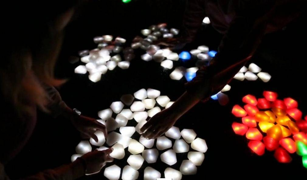 Interactive LED crystals of light by Daan Roosegaarde (6)