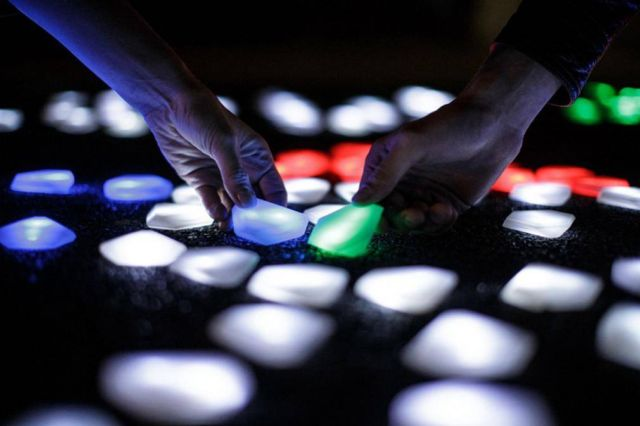 Interactive LED crystals of light by Daan Roosegaarde (3)