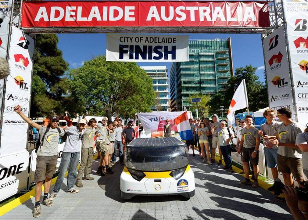 The Family Solar-powered car wins race across Australia (8)
