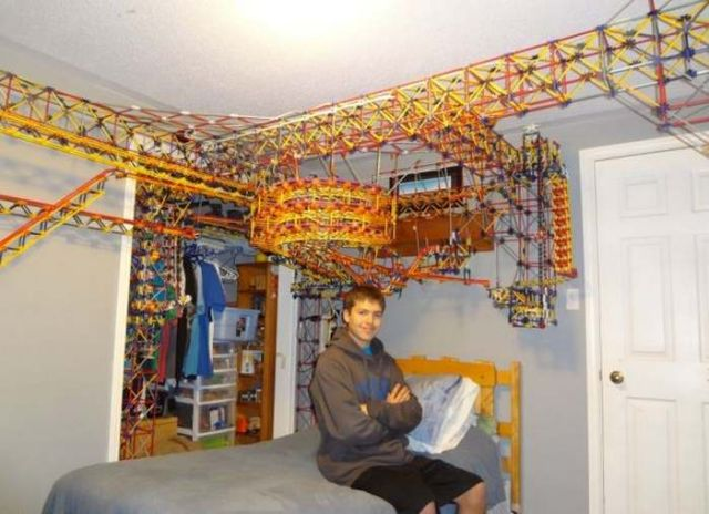 A rollercoaster from 25,000 K'Nex pieces in a bedroom 1