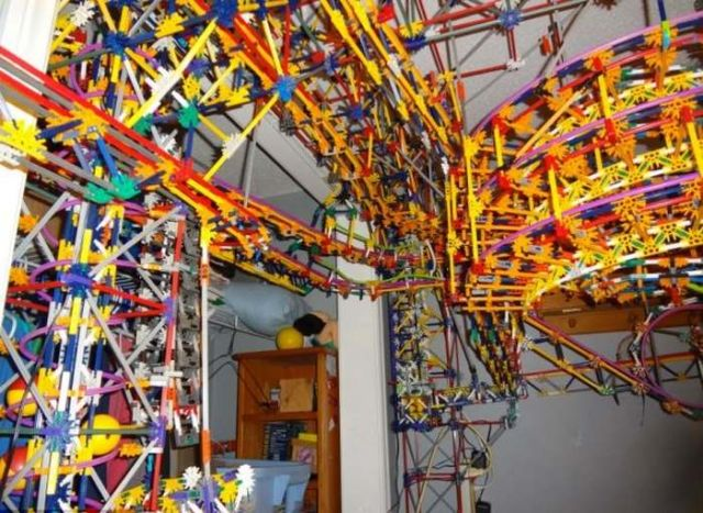 A rollercoaster from 25,000 K'Nex pieces in a bedroom (2)