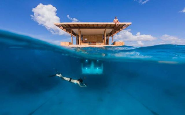 Manta Resort underwater room 1