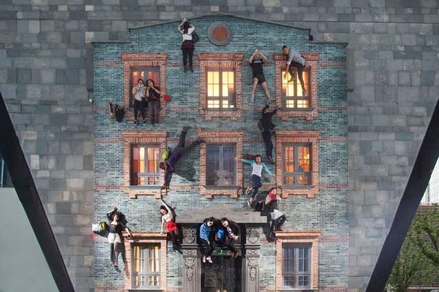 Optical illusions in Shanghai by Leandro Erlich (5)