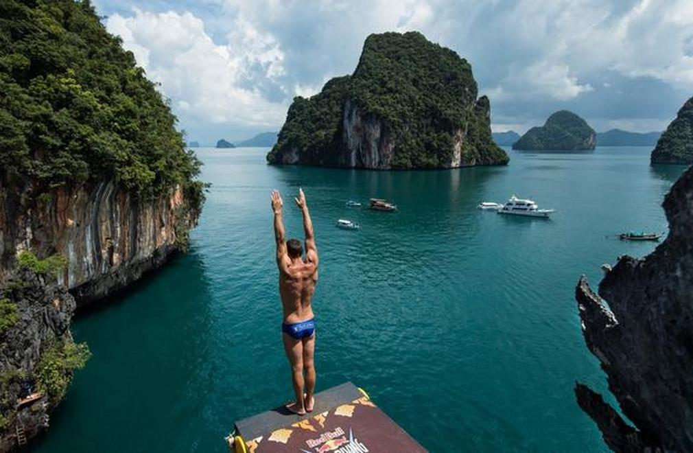 Red bull cliff diving world series 2013 wordlesstech - The cliff dive ...