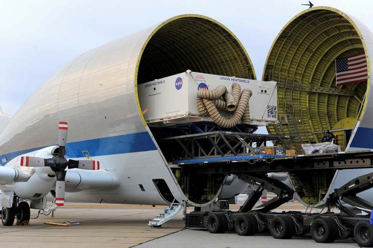 Orion Heat Shield transported by Super Guppy plane 1