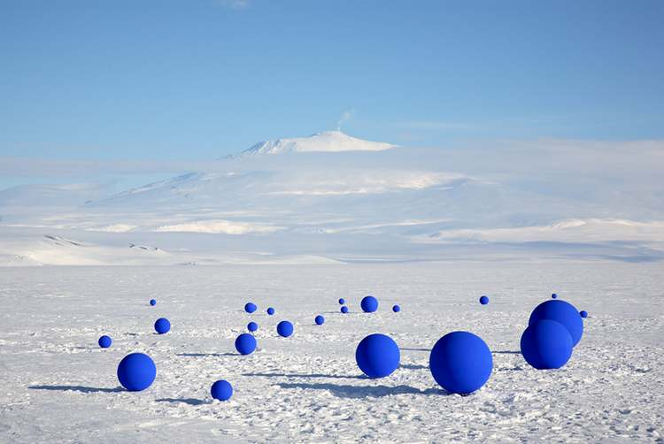 Stellar Axis aligns 99 spheres to stars in the Antarctic sky (5)