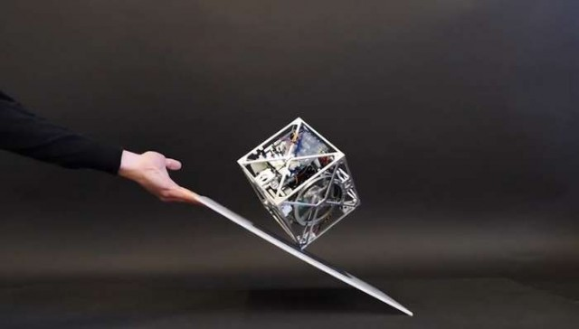 The Cubli- a cube that can jump up and walk (3)