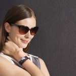 Bracelet measures sun exposure