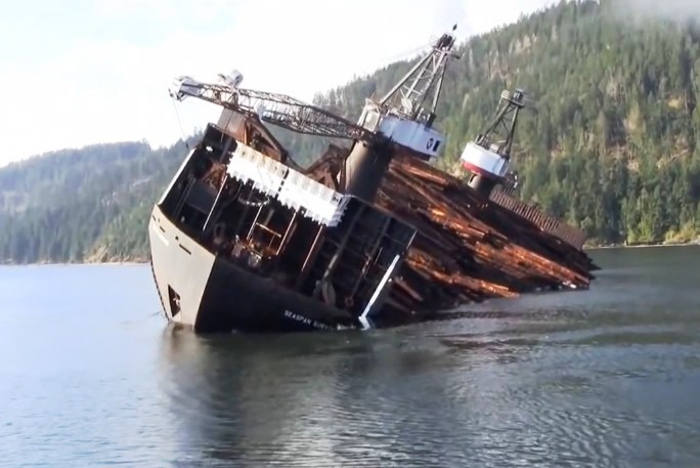 Look how this Ship delivers wood