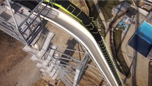 New video of world's tallest waterslide (4)