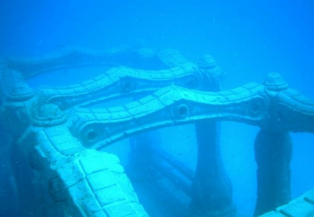 Underwater cemetery for humans (5)
