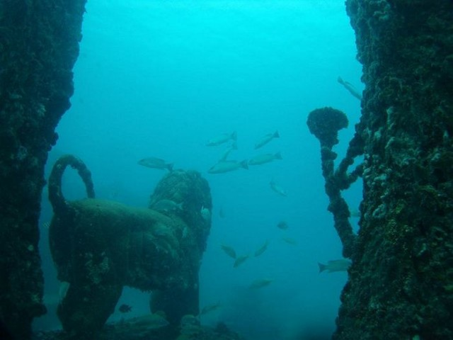 Underwater cemetery for humans (2)