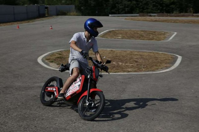 Bruc 01 compact electric motorbike concept (4)