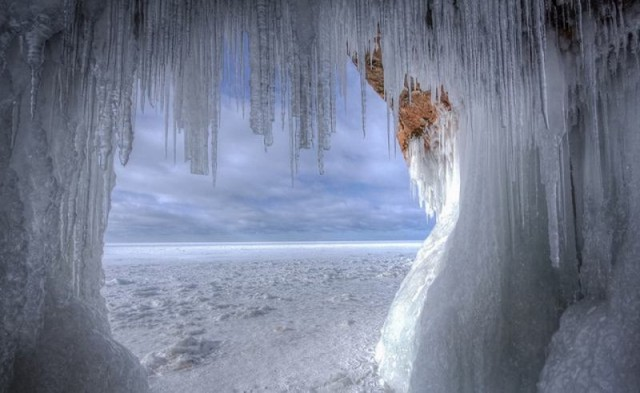 Frozen caves Photography in Lake Superior (7)