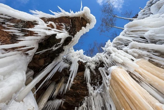 Frozen caves Photography in Lake Superior (4)