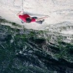 Man climbs 1500-foot wall with no equipment