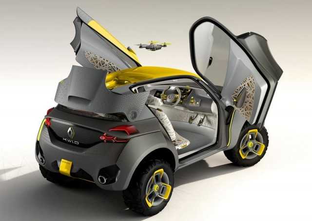 Renault KWID with a quadcopter (1)