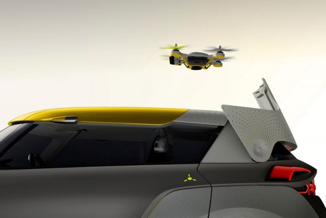Renault KWID with a quadcopter (8)