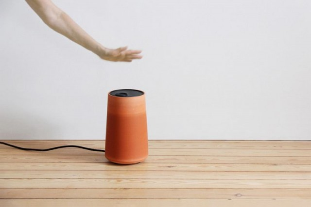 The Terracotta Cold Pot naturally lowers air temperature 1