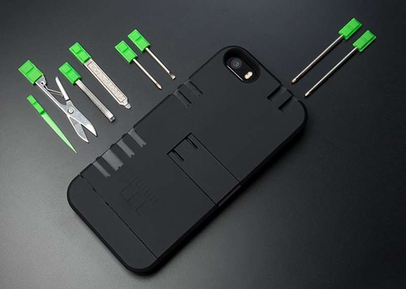 In1 iPhone case with built-in Multitools (5)