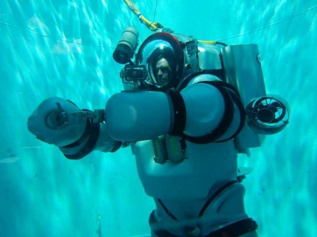 Iron Man Exosuit underwater suit (5)