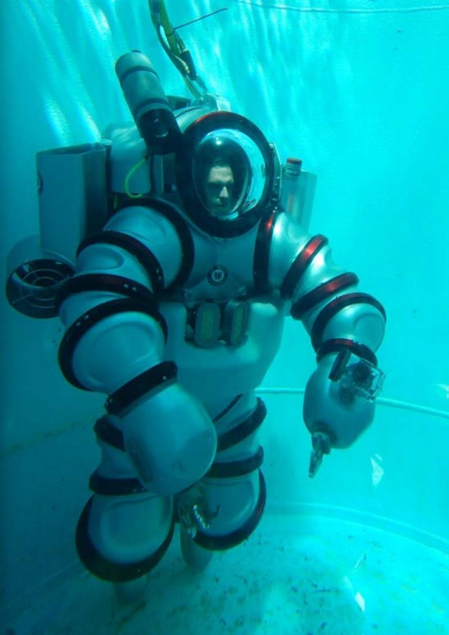 Iron Man Exosuit underwater suit (4)