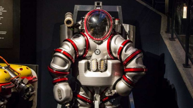 Iron Man Exosuit underwater suit (2)