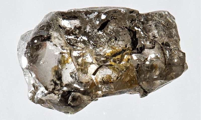 Rough diamond reveals of water deep inside Earth 1