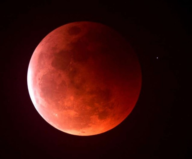 Wordlesstech tuesday early morning s total lunar eclipse for Why shouldn t you look at a solar eclipse