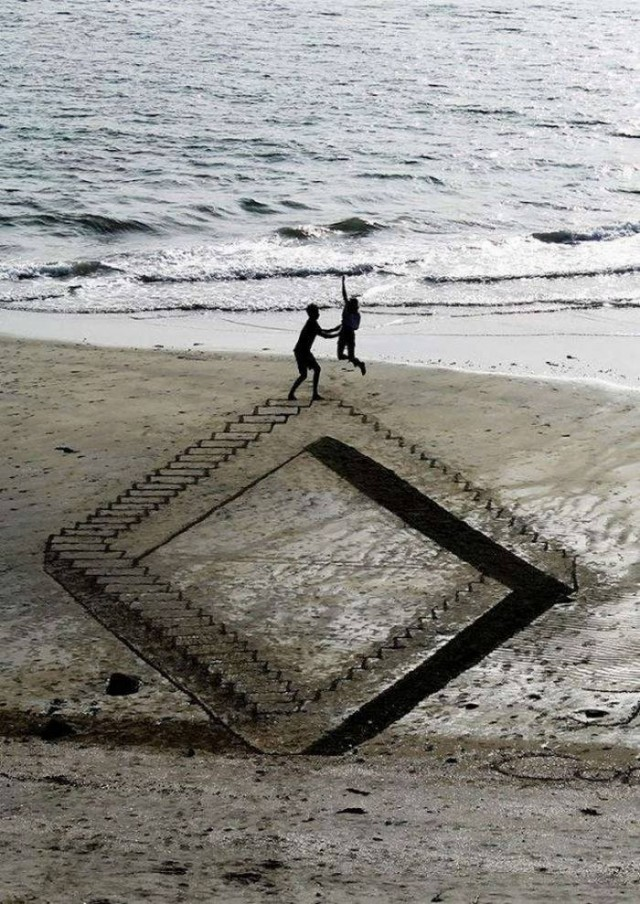 Beachside 3D Optical Illusions (2)