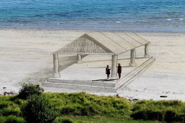 Beachside 3D Optical Illusions (1)