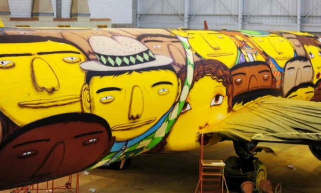 The Boeing of the Brazilian national football team with graffiti (3)