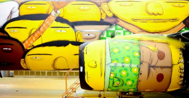 The Boeing of the Brazilian national football team with graffiti (4)
