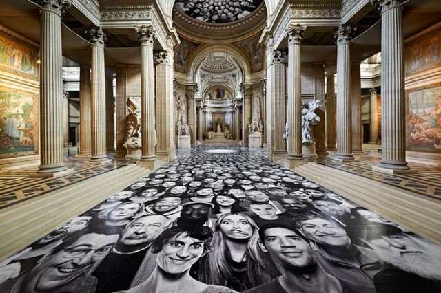 Canvasses in Paris' Pantheon (3)