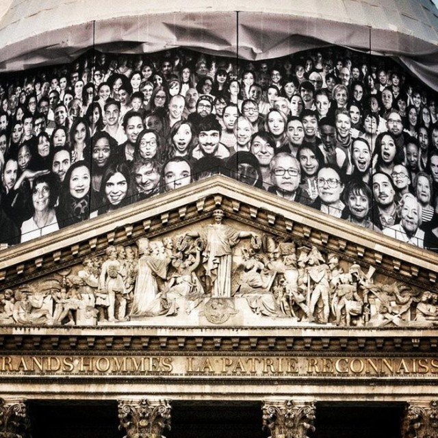 Canvasses in Paris' Pantheon (1)