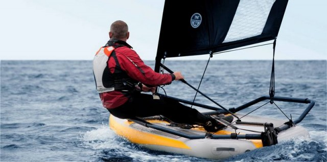 Inflatable sailing dinghy (4)