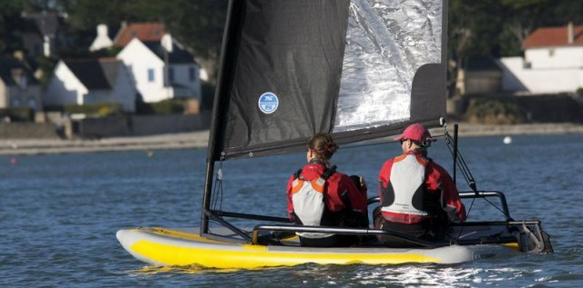 Inflatable sailing dinghy (5)