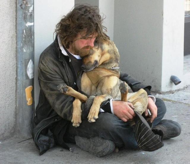 Homeless People and their Dogs (11)